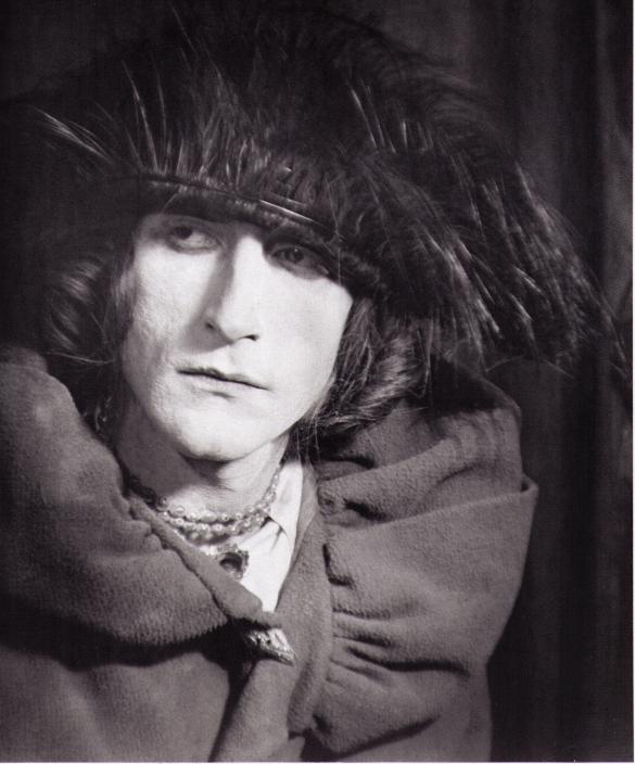 Rrose Sélavy (Marcel Duchamp).